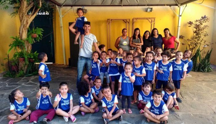 Alunos da Creche Celsina realizam visita à Casa de Anísio Teixeira