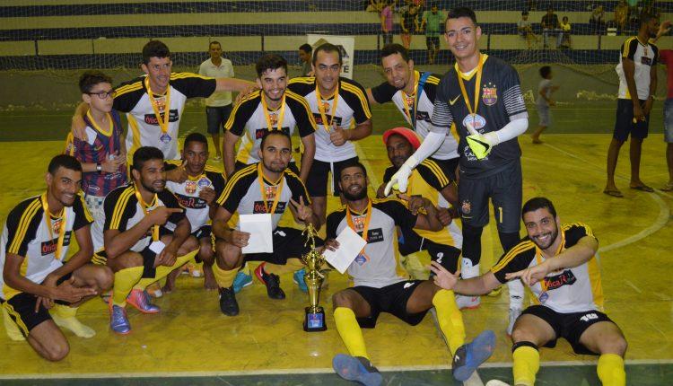 Confira as fotos da final do Campeonato Caetiteense de Futsal que consagrou a equipe do Barcelona, como grande campeã! O segundo lugar ficou para o Pedro Cruz e o Borússia com o terceiro lugar.