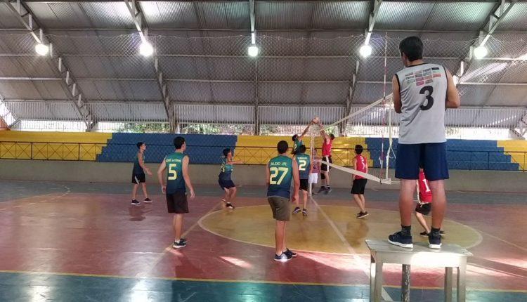 Atletas da escolinha de vôlei de Caetité participam de amistoso em Igaporã