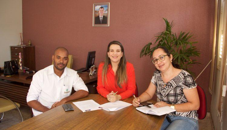 Prefeitura de Caetité assina parceria com empresa Dossel para realização de cursos profissionalizantes