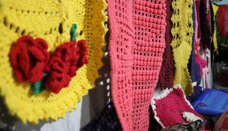 Comunidade de Taquaril foi contemplada com cursos de Crochê e Pintura da Prefeitura de Caetité