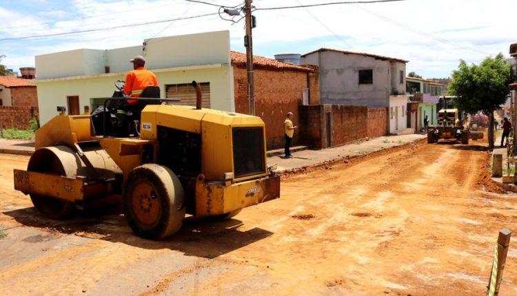Prefeitura de Caetité inicia obras de pavimentação asfáltica em bairros da cidade
